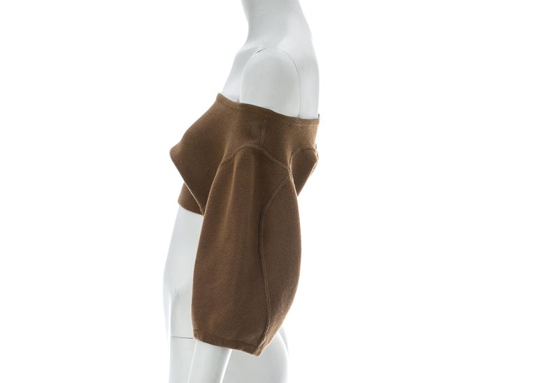 Azzedine Alaia tan knitted cropped off-the-shoulder sweater, c. 1980s In Excellent Condition For Sale In London, GB