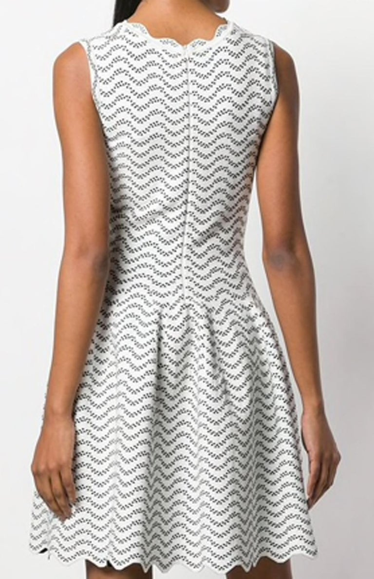 Azzedine Alaia White and Black Flared Short Dress In Excellent Condition For Sale In Paris, FR