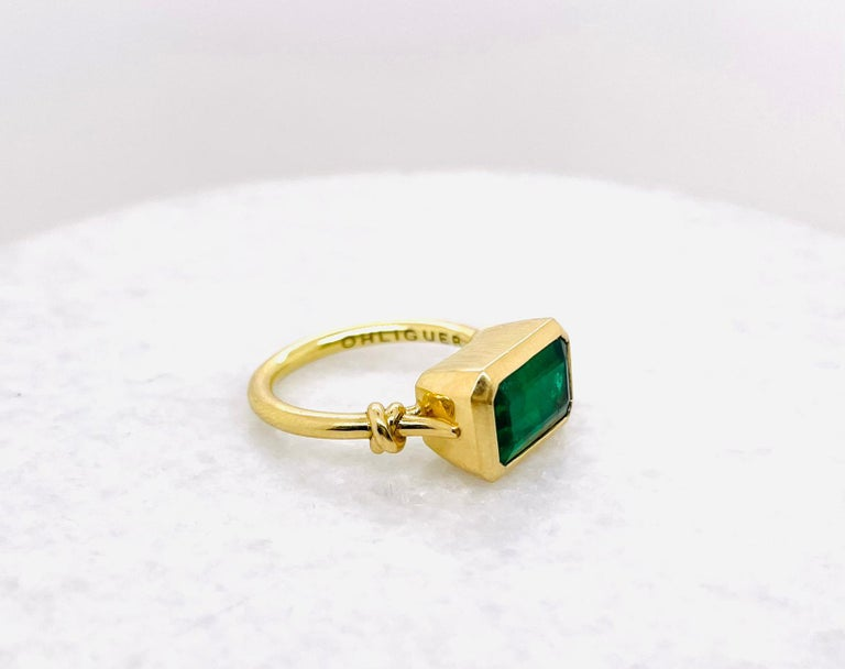 2.40ct Emerald 'Forget Me Knot' Ring in 18ct Yellow Gold In New Condition For Sale In Brisbane, AU