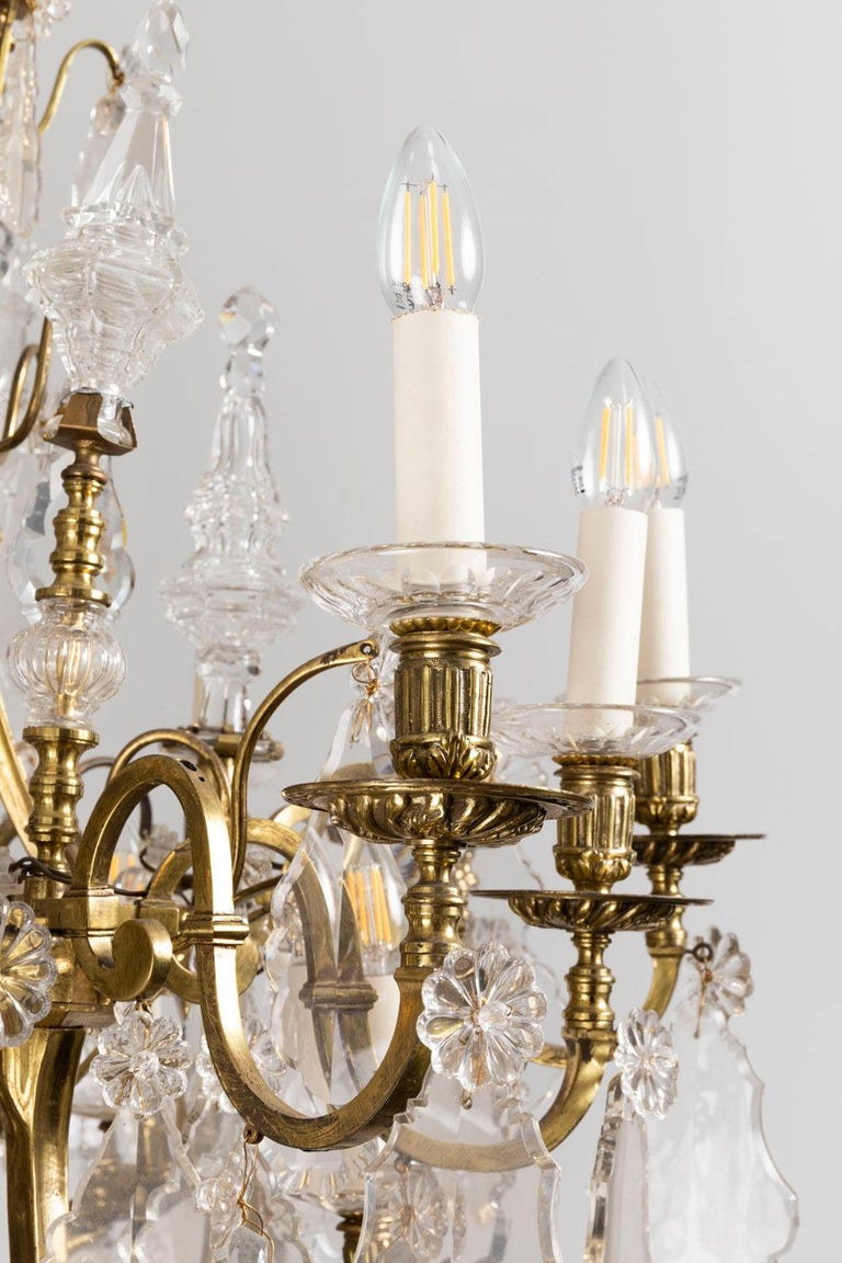 French Baccarat, Large Louis XV Style Chandelier in Gilt Brass and Crystal, circa 1950 For Sale