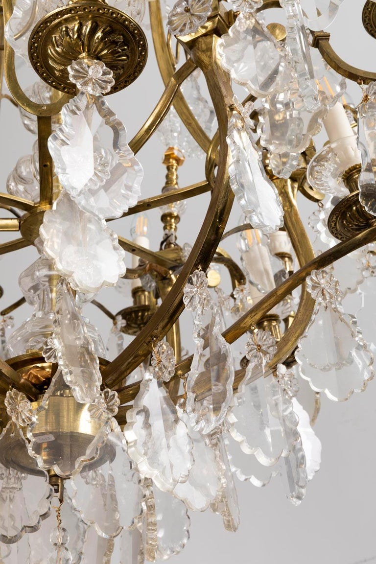 Baccarat, Large Louis XV Style Chandelier in Gilt Brass and Crystal, circa 1950 For Sale 1
