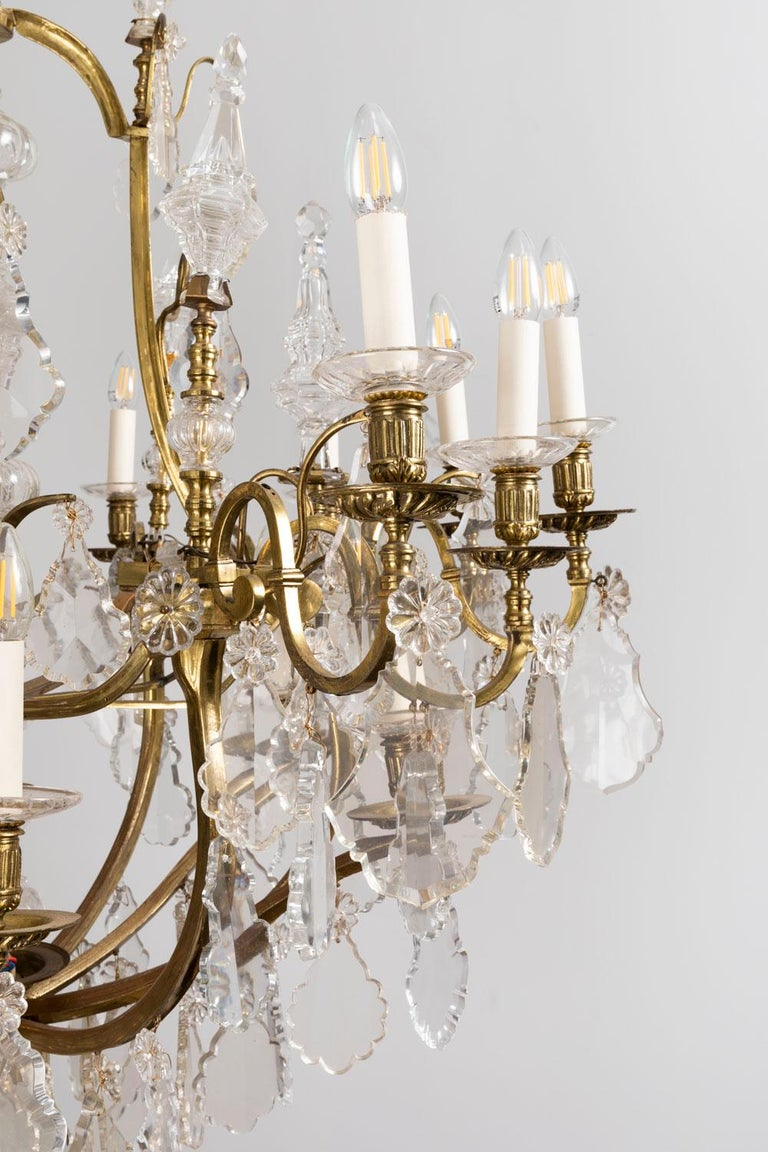 Baccarat, Large Louis XV Style Chandelier in Gilt Brass and Crystal, circa 1950 For Sale 2