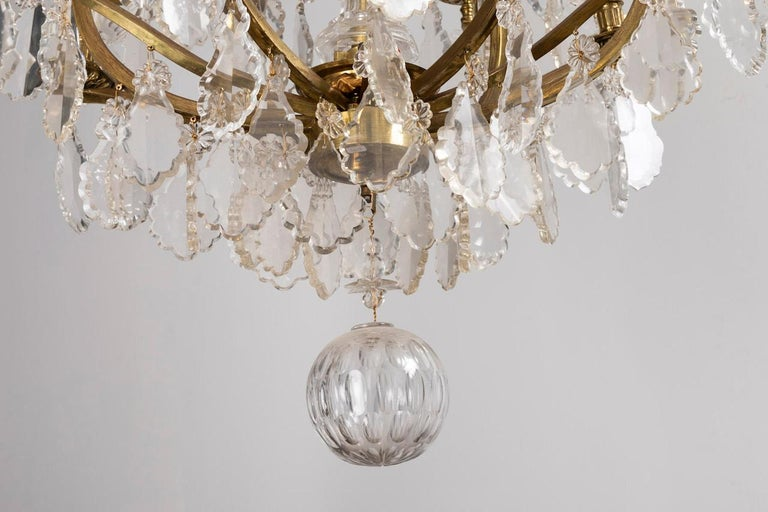 Baccarat, Large Louis XV Style Chandelier in Gilt Brass and Crystal, circa 1950 For Sale 3
