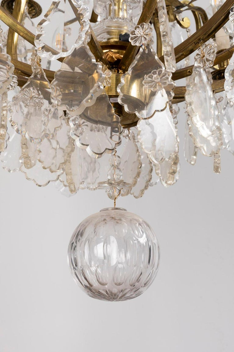 Baccarat, Large Louis XV Style Chandelier in Gilt Brass and Crystal, circa 1950 For Sale 4