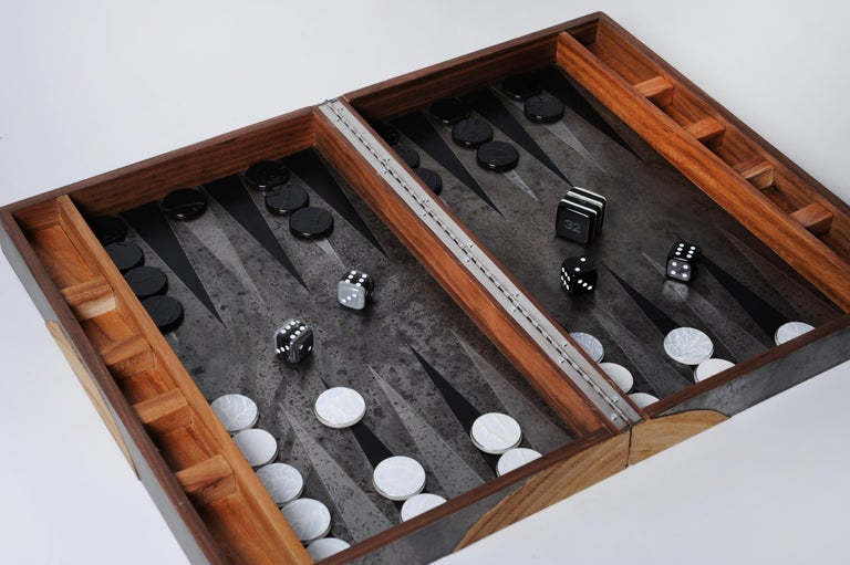 Backgammon Roarshax Wood Case with Glass Chips and Dice For Sale 2