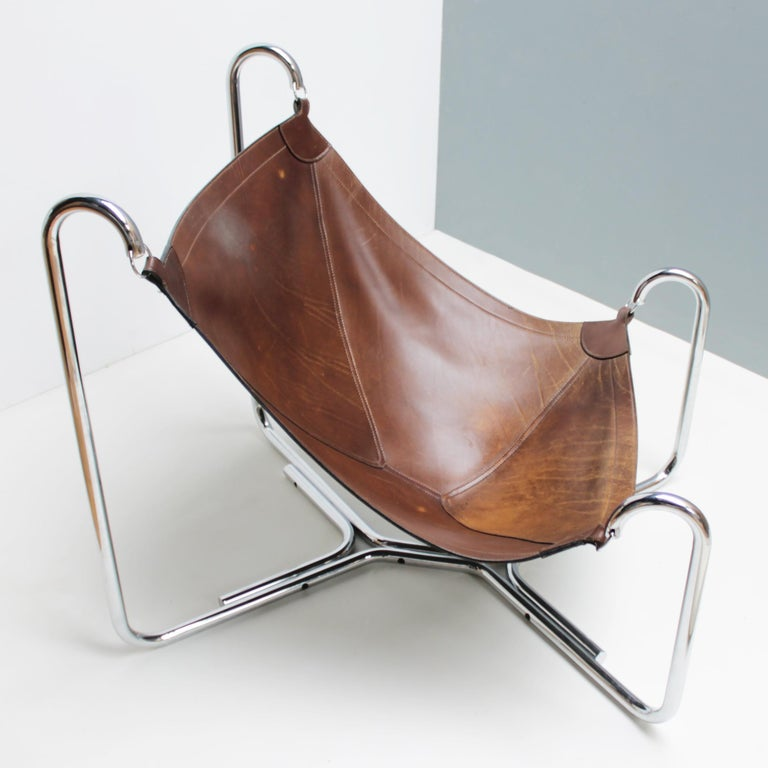 First edition 'Baffo' lounge chair by Ezio Didone and Gianni Pareschi for Gruppo Industriale Busnelli, Italy. Chromed tubular steel frame and saddle-stitched leather seat.