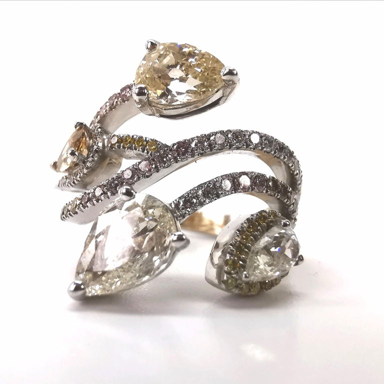 Made of 18K white gold, this Magnificient