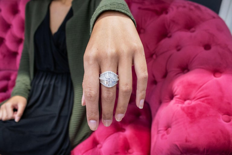 Baguette and Round Diamond Fashion Ring In New Condition For Sale In New York, NY