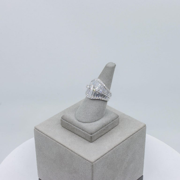 Baguette and Round Diamond Fashion Ring For Sale 3