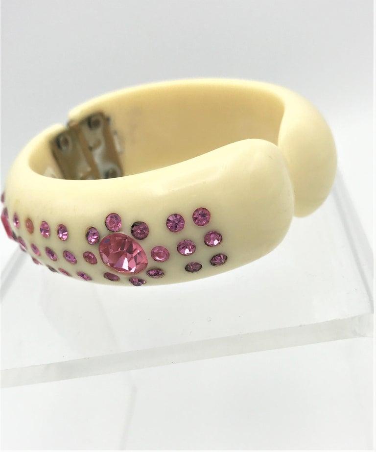 Bakelite bangle set with pink rhinestones 1940 / 50s USA  For Sale 2