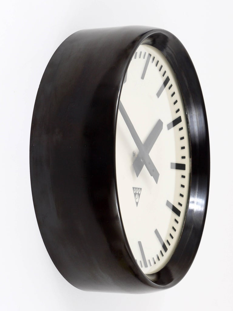 Bakelite Industrial Factory or Train Station Wall Clock from the 1940s For Sale 2