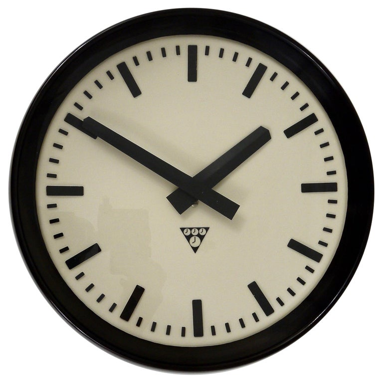 Bakelite Industrial Factory or Train Station Wall Clock from the 1940s For Sale