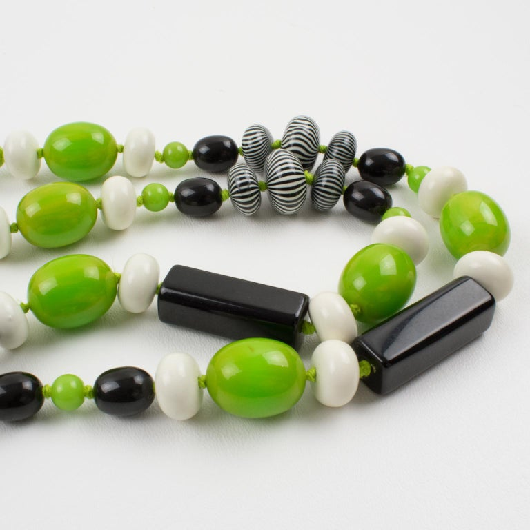 Bakelite & Lucite Necklace Extra Long Shape Black-White & Apple Green Beads For Sale 7