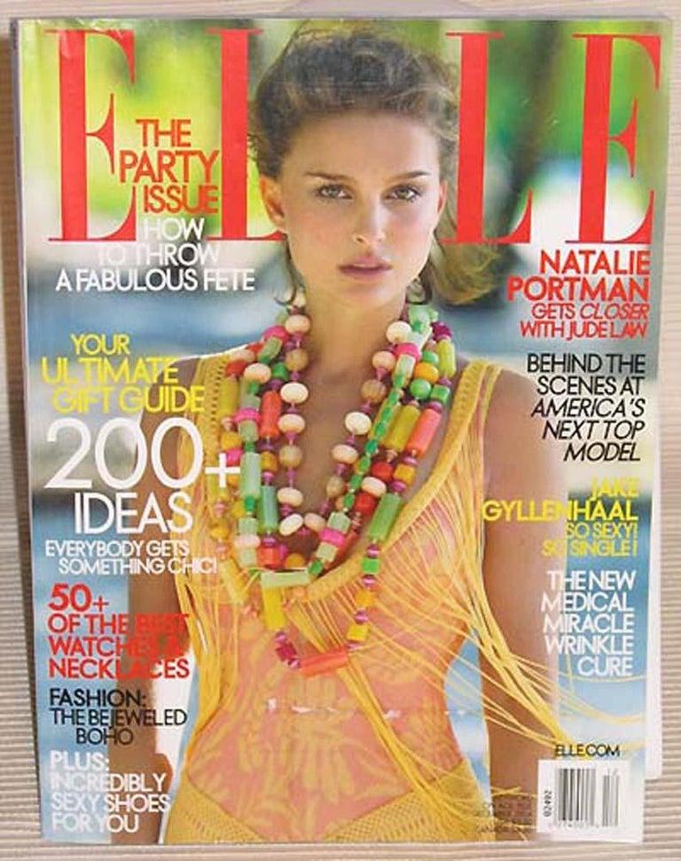 Bakelite & Lucite Necklace Extra Long Shape Black-White & Apple Green Beads For Sale 8