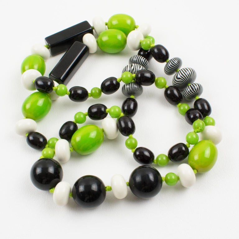 Bakelite & Lucite Necklace Extra Long Shape Black-White & Apple Green Beads For Sale 2