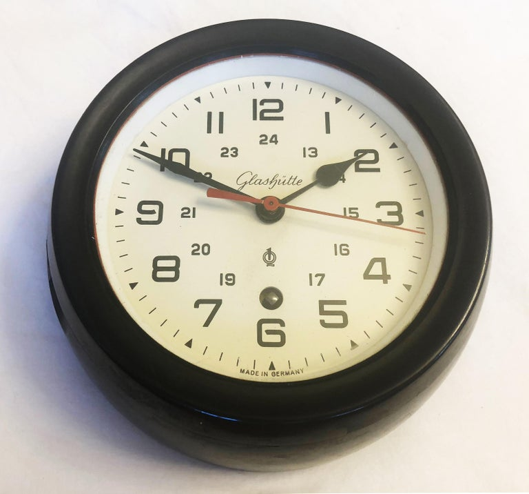 Ship wall clock made in the 1960s by Glashütte in Germany (formerly A. Lange und Söhne DUF). Frame made of bakelite. The clock face is covered with glass. Original and perfect working condition.