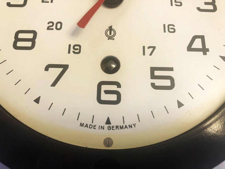Bakelite Ship Wall Clock by Glashütte In Excellent Condition For Sale In Vienna, AT