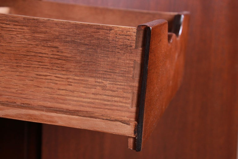 Baker Furniture Georgian Flame Mahogany Sideboard or Bar Cabinet, Newly Restored For Sale 7