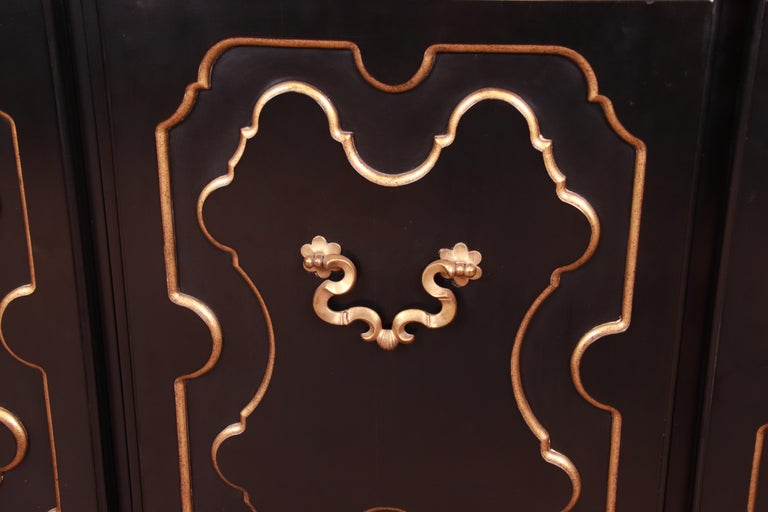 Baker Furniture Hollywood Regency Chinoiserie Sideboard Credenza or Bar Cabinet For Sale 3