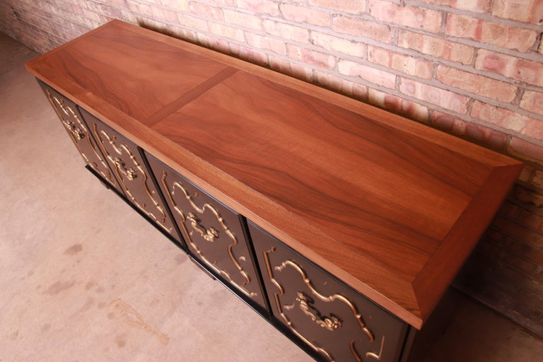 Lacquer Baker Furniture Hollywood Regency Chinoiserie Sideboard Credenza or Bar Cabinet For Sale