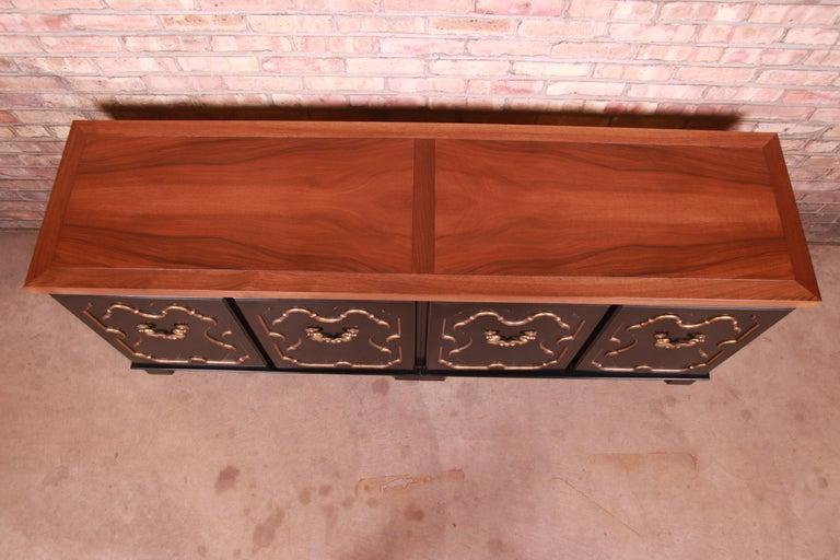 Baker Furniture Hollywood Regency Chinoiserie Sideboard Credenza or Bar Cabinet For Sale 1