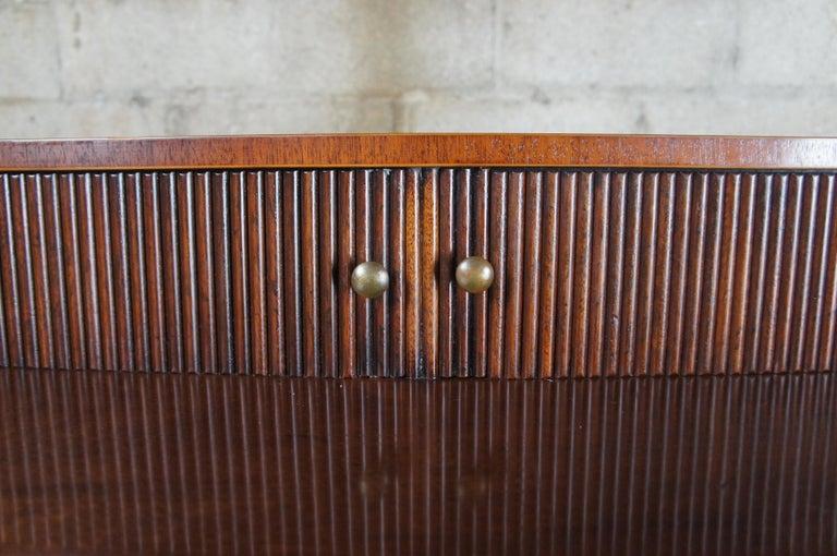 Baker Furniture Sheraton Style Mahogany Serpentine Sideboard Buffet Hepplewhite For Sale 4