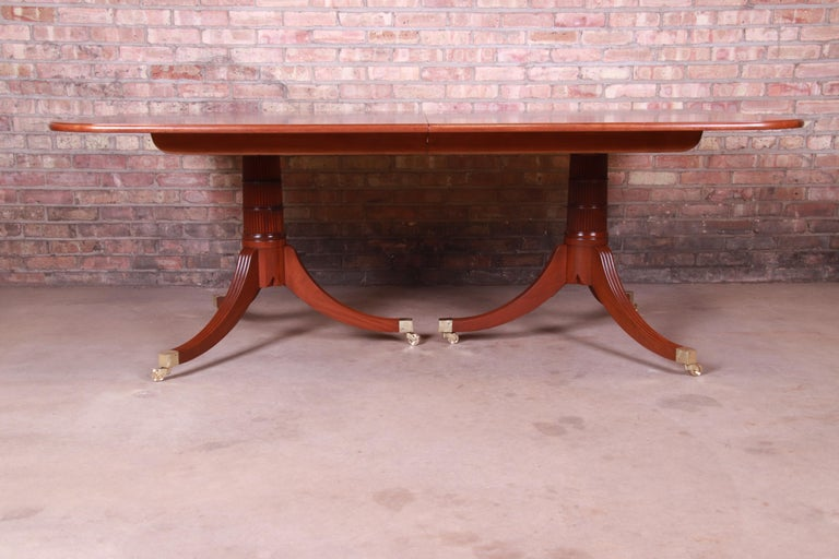 Baker Furniture Stately Homes Georgian Banded Mahogany Dining Table, Restored For Sale 4