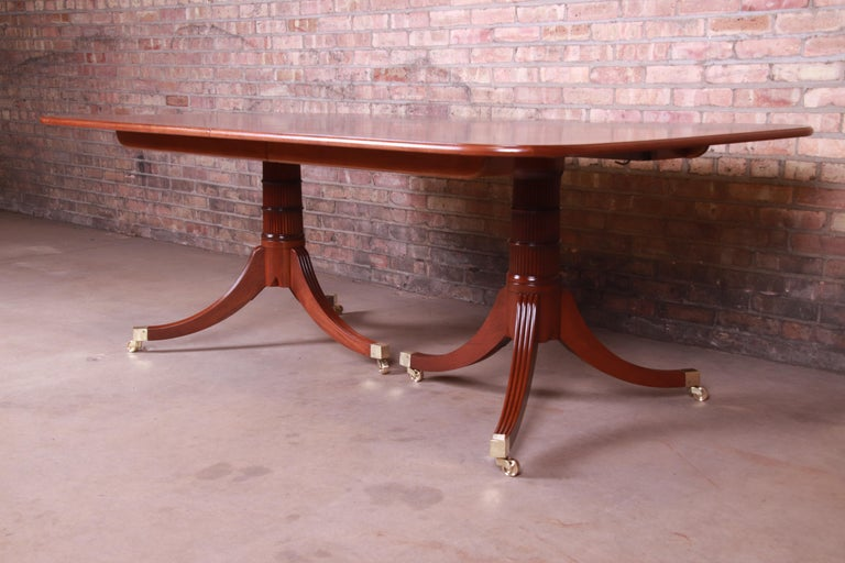 Baker Furniture Stately Homes Georgian Banded Mahogany Dining Table, Restored For Sale 6