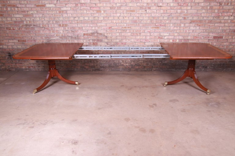 Baker Furniture Stately Homes Georgian Banded Mahogany Dining Table, Restored For Sale 2