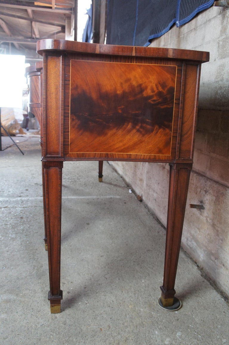 Baker Stately Homes Flamed Mahogany Sideboard Serpentine Buffet Sheraton Style In Good Condition For Sale In Dayton, OH