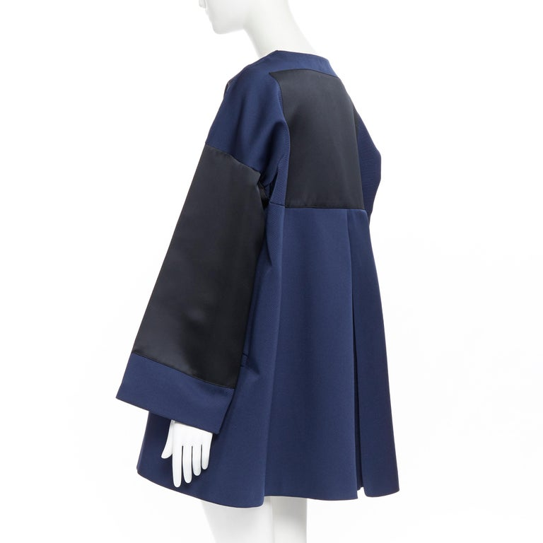 BALENCIAGA 2012 Ghesquiere navy black colorblocked structured cocoon coat FR40 Brand: Balenciaga Designer: Nicolas Ghesquiere Collection: 2012 Model Name / Style: Cocoon coat Material: Polyester blend Color: Navy Pattern: Solid Closure: Hook &