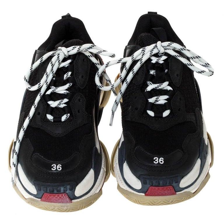 Balenciaga Black Leather and Mesh Triple S Platform Sneakers Size 36 In Good Condition For Sale In Dubai, Al Qouz 2