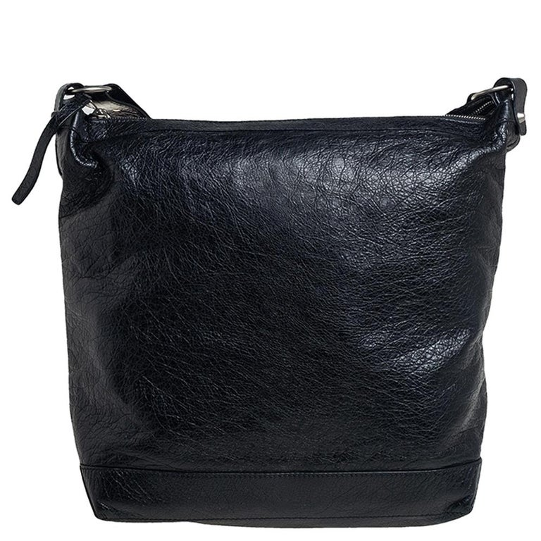 This easy-to-carry Balenciaga RH Day messenger bag can be paraded from workday to the weekend. It has a smart and practical design. The bag is crafted using leather, lined with fabric, and held by an adjustable shoulder strap.