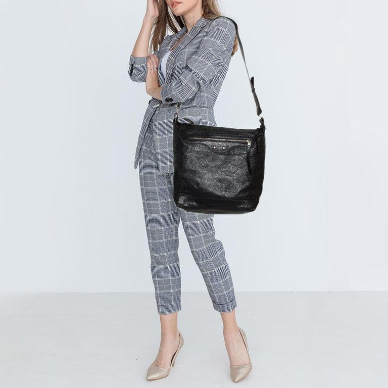 Balenciaga Black Leather RH Day Messenger Bag In Good Condition For Sale In Dubai, Al Qouz 2