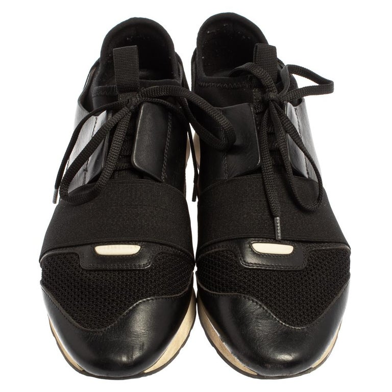 Balenciaga Black Mesh And Suede Leather Race Runner Low-Top Sneakers Size 39 In Good Condition For Sale In Dubai, Al Qouz 2