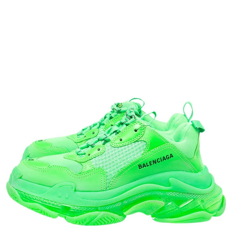 Balenciaga Bright Green Leather And Mesh Triple S Sneakers Size 40 In Excellent Condition For Sale In Dubai, Al Qouz 2