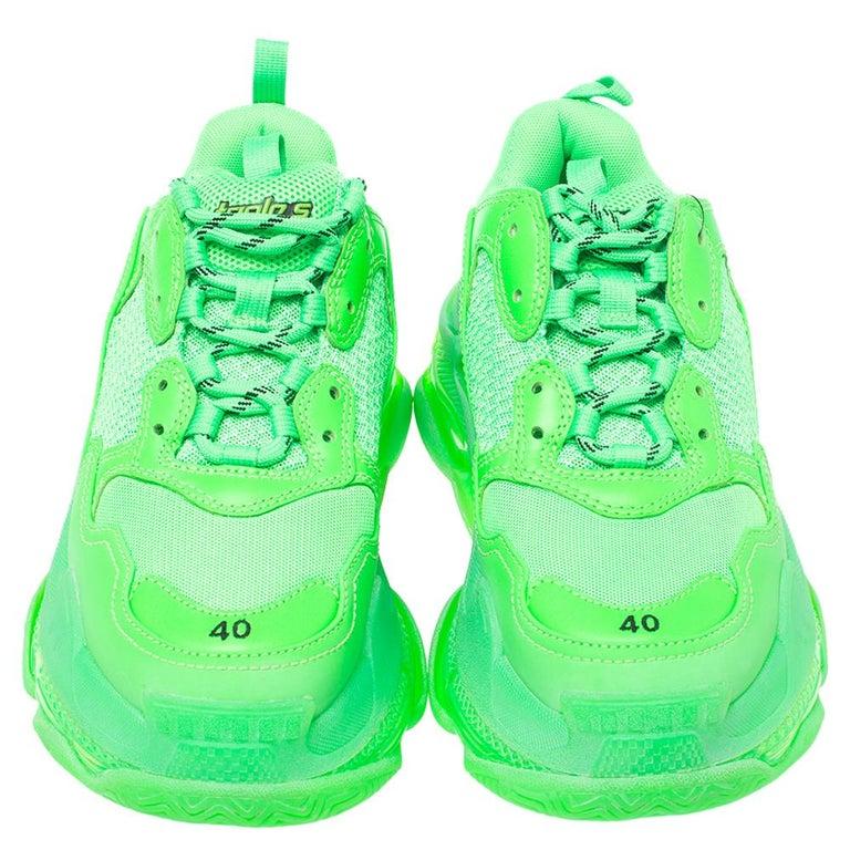 Balenciaga Bright Green Leather And Mesh Triple S Sneakers Size 40 In Excellent Condition For Sale In Dubai, Al Qouz 2