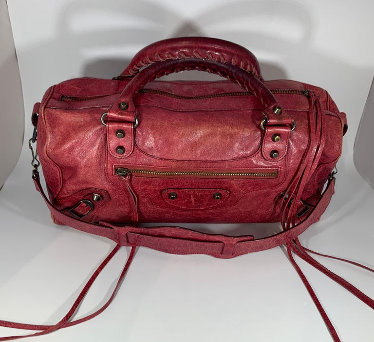 An indispensable dresser accessory, this Balenciaga bag is surely a must have. Complement with red colour, this classy bag is all you need to flaunt your style this season. This leather bag is the first class pick for all your essentials. The House
