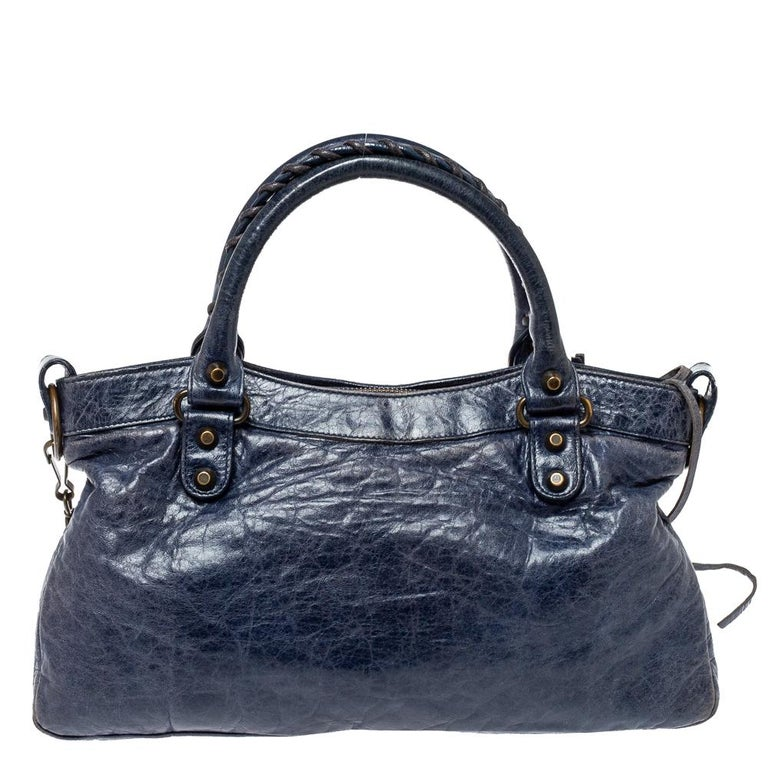 Get your hands on this beautiful leather bag to complete your work-week look. This dressy bag has an interior lined with fabric, two top handles, and a detachable shoulder strap. This Balenciaga bag is much sought after by the fashion-conscious.
