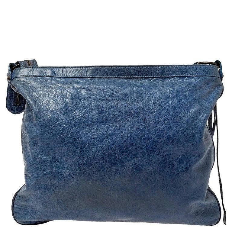 Balenciaga Ocean Leather RH Flat Messenger Bag In Good Condition In Dubai, Al Qouz 2