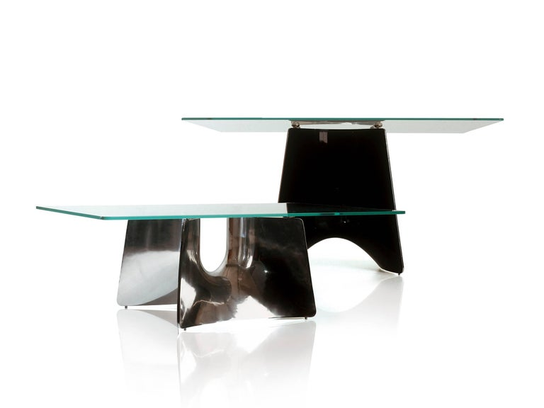 Coffee-table with base structure in aluminium sand-casting and tempered glass top.