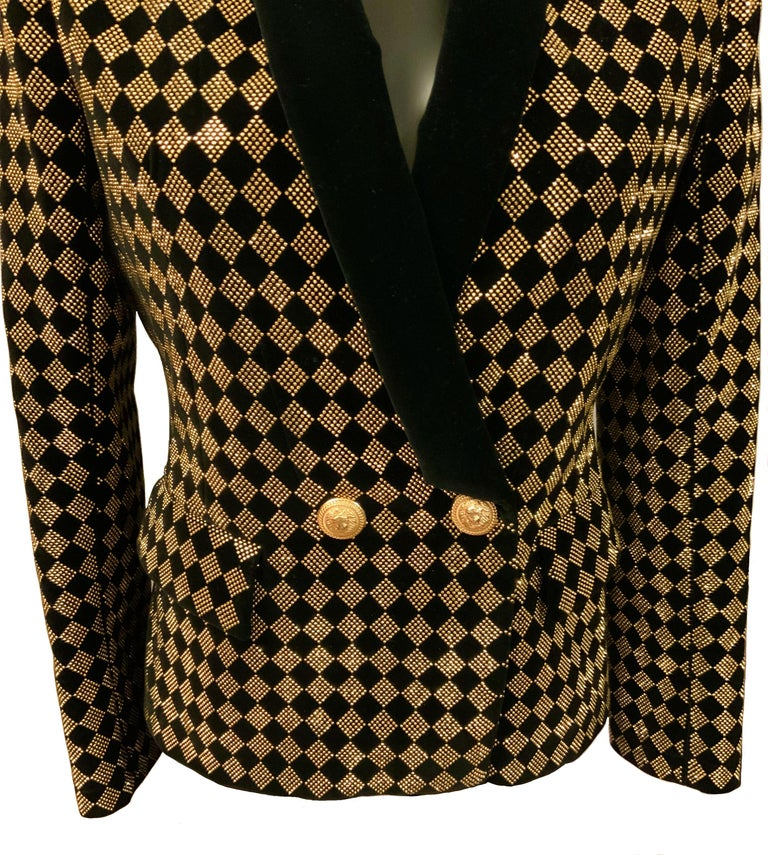 This pre-owned Balmain checked pattern double-breasted blazer in black and gold tone features a V-neck, structured shoulders, long sleeves, button cuffs, a front button fastening, gold-tone buttons and front flat pockets.   Fabric: 99% cotton, 1%