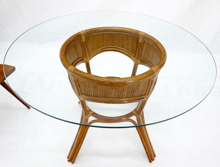 Mid-Century Modern Bamboo Rattan Base Round Glass Top Dining Dinette Table For Sale