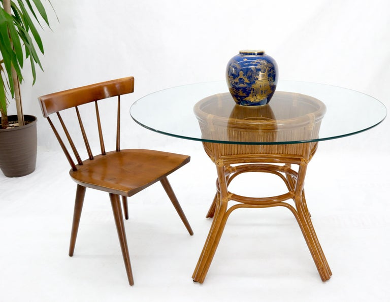 Bamboo Rattan Base Round Glass Top Dining Dinette Table In Good Condition For Sale In Rockaway, NJ