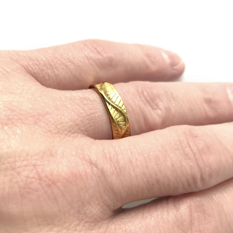 Contemporary Band Ring for Men's in 18 Karat Yellow Gold For Sale
