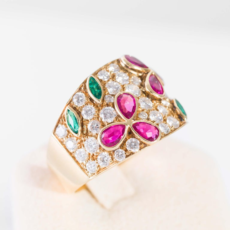 18 kt yellow gold band ring with diamonds and precious stones. Diamonds total 2,15 ct drop cut rubies 0,96 ct and emeralds 0,35 ct  italian size 19