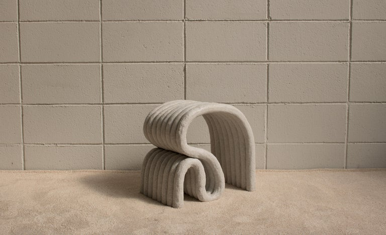 A stool made by attaching several bands of clay together. The existing ceramic process was manufactured with clay, the process of making contains the process of biscuit [bisque] firing, the process of glazing, and the process of firing. But this