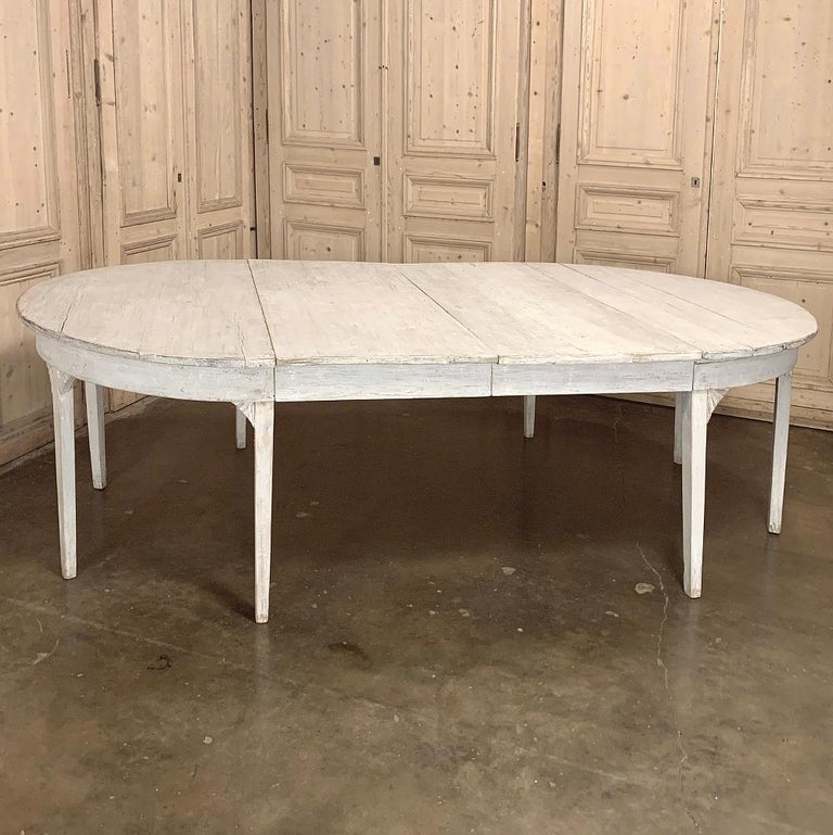 Banquet Table, Painted, Early 19th Century Swedish Gustavian Period In Good Condition For Sale In Dallas, TX