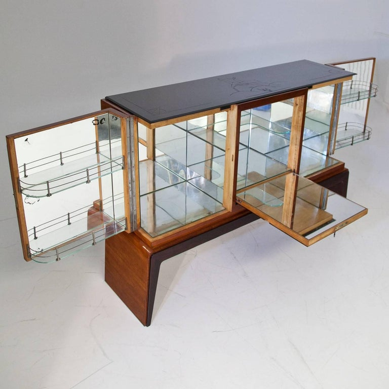 Mid-Century Modern Bar Cabinet in the Style of Osvaldo Borsani, Italy, 1940s For Sale