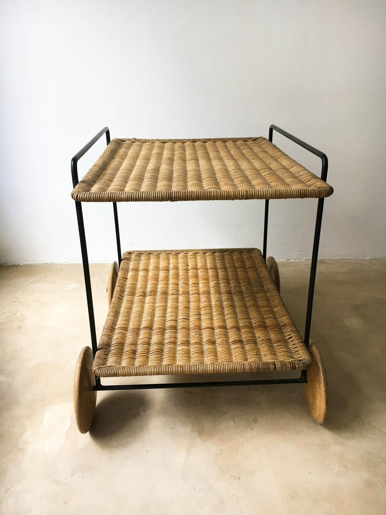 Carl Auböck II Vintage Bar Cart Serving Trolley Iron Wicker, Austria 1950s In Good Condition For Sale In Vienna, AT